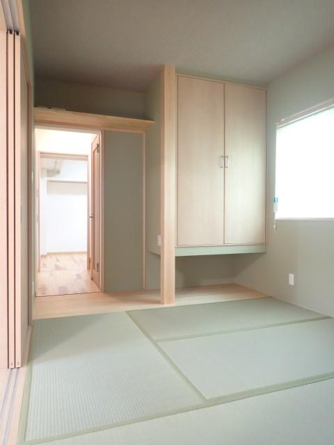 リビングダイニング事例:和室(板の間隠し戸 開)(制震ユニット「MIRAIE(ミライエ)」採用の家)
