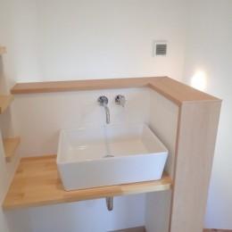 制震ユニット「MIRAIE(ミライエ)」採用の家 (2階洗面コーナー)