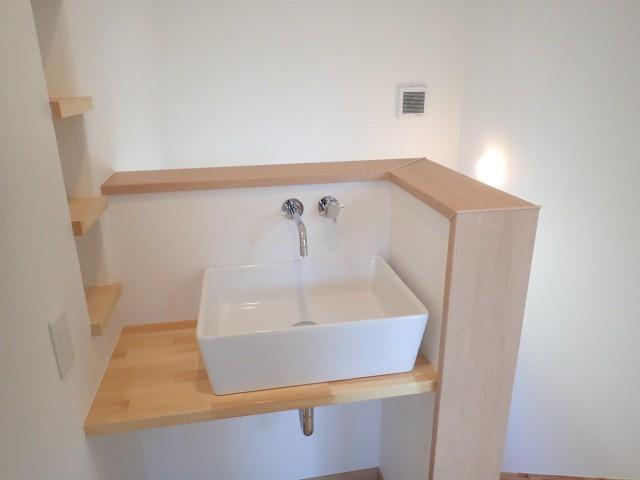 その他事例:2階洗面コーナー(制震ユニット「MIRAIE(ミライエ)」採用の家)