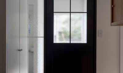 壁孔の家 (オリジナルのリビングドア)
