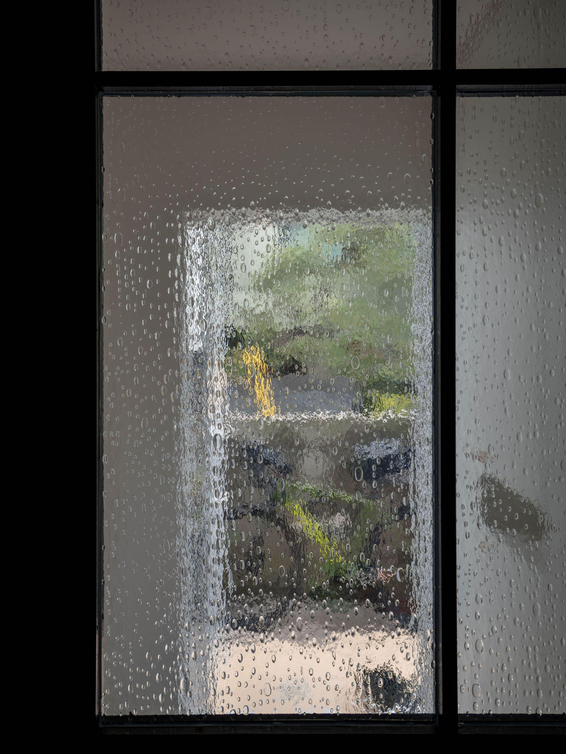 リビングダイニング事例:リビングドアのディティール(壁孔の家)