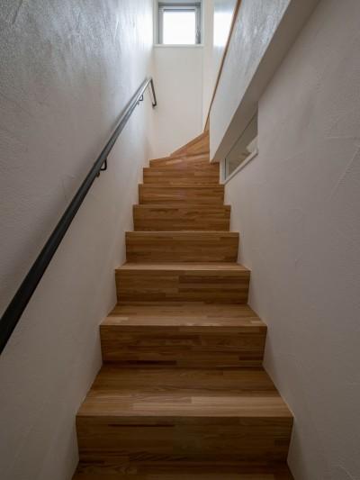 明るい階段室 (壁孔の家)