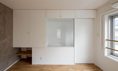 壁孔の家 (階段室廻りの空間有効活用)