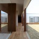 保月の家(ほづきのいえ)~お店のようなアプローチ空間~の写真 開放感のある廊下
