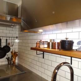 東京都目黒区K様邸 お施主様と実現する理想のキッチン (ぬくもりあるサブウェイタイル)