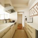 光と風をとり込んで ゆとりを楽しむ大人時間の写真 キッチン