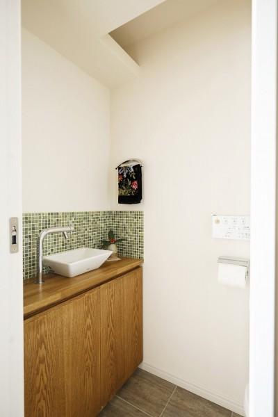 トイレ 手洗い (光と風をとり込んで ゆとりを楽しむ大人時間)