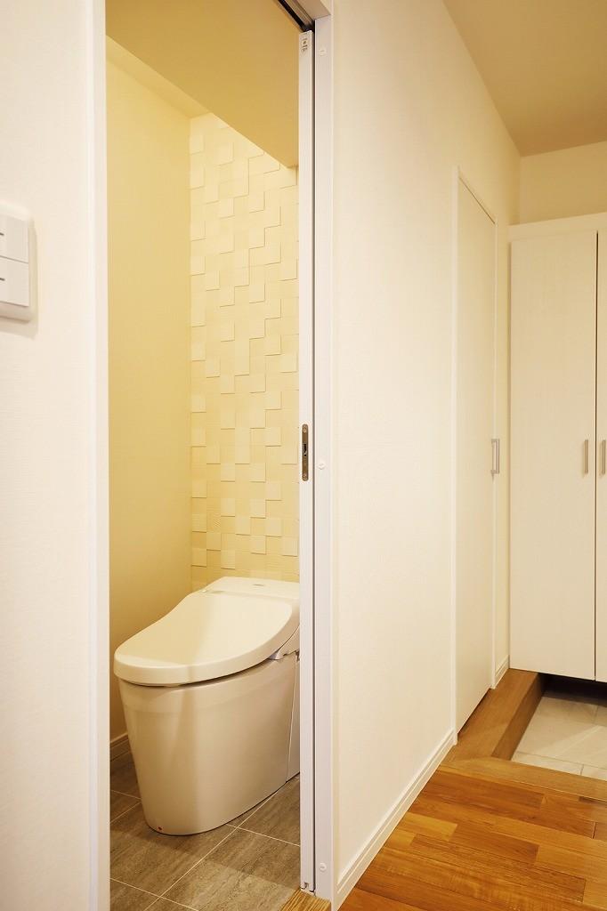 バス/トイレ事例:トイレ(光と風をとり込んで ゆとりを楽しむ大人時間)