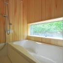 家族みんなが集まる多目的空間の畳リビングがある家の写真 造作風呂