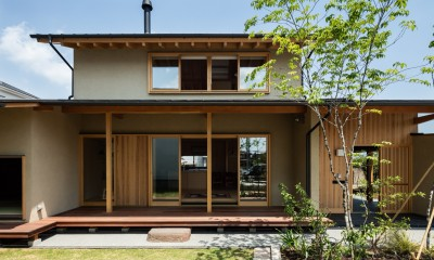 軒下空間を介して繋がる建物の内と外|眺望とお庭を楽しむ|火のある暮らしを楽しむ住まい 天理の家