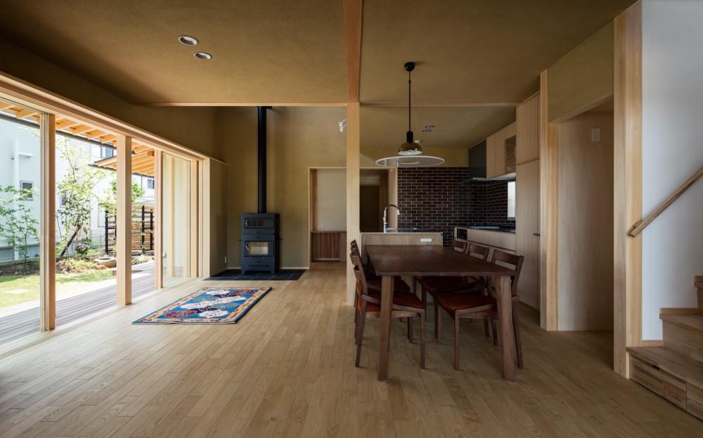 眺望とお庭を楽しむ|火のある暮らしを楽しむ住まい 天理の家 (薪ストーブのある心地良いLDK)