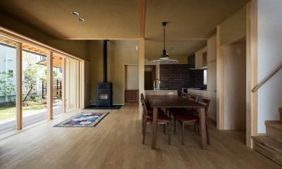 薪ストーブのある心地良いLDK|眺望とお庭を楽しむ|火のある暮らしを楽しむ住まい 天理の家