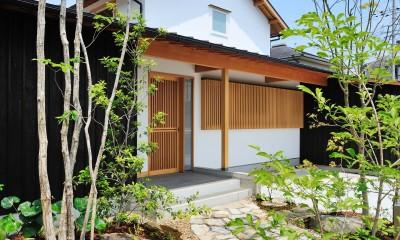 和の趣を感じさせる外観|ウッドデッキで繋がる空間|趣味を楽しむ住まい 姫路の家