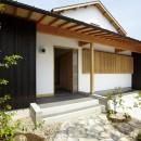 ウッドデッキで繋がる空間|趣味を楽しむ住まい 姫路の家の写真 玄関ポーチ