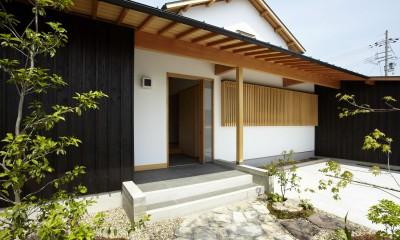 玄関ポーチ|ウッドデッキで繋がる空間|趣味を楽しむ住まい 姫路の家