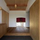 ウッドデッキで繋がる空間|趣味を楽しむ住まい 姫路の家の写真 土間玄関