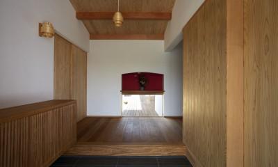 ウッドデッキで繋がる空間|趣味を楽しむ住まい 姫路の家 (土間玄関)