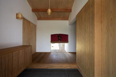 土間玄関 (ウッドデッキで繋がる空間|趣味を楽しむ住まい 姫路の家)
