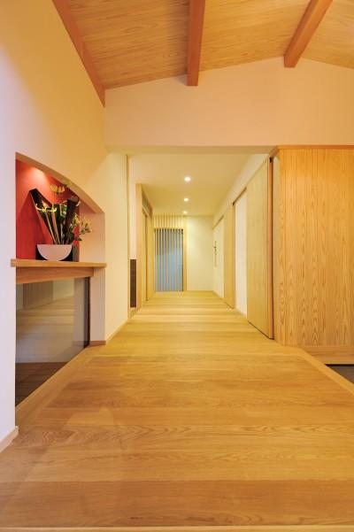 ゆったりとした玄関ホール (ウッドデッキで繋がる空間|趣味を楽しむ住まい 姫路の家)