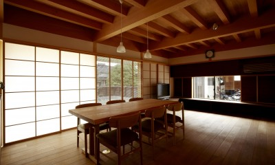 居間食堂|ウッドデッキで繋がる空間|趣味を楽しむ住まい 姫路の家