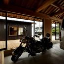 ウッドデッキで繋がる空間|趣味を楽しむ住まい 姫路の家の写真 趣味を楽しむことができる離れ