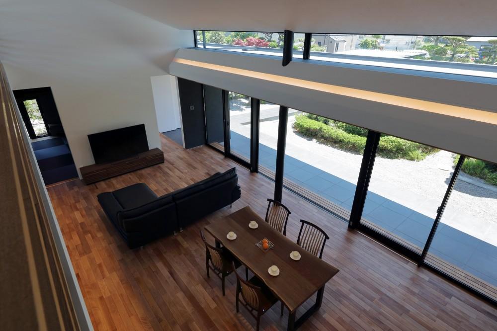 ZUSHI (二階から一階を見下ろす)