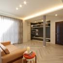 一戸建住宅デザインリフォーム ヘリンボーンスタイルの写真 リビング