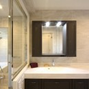 一戸建住宅デザインリフォーム ヘリンボーンスタイルの写真 洗面