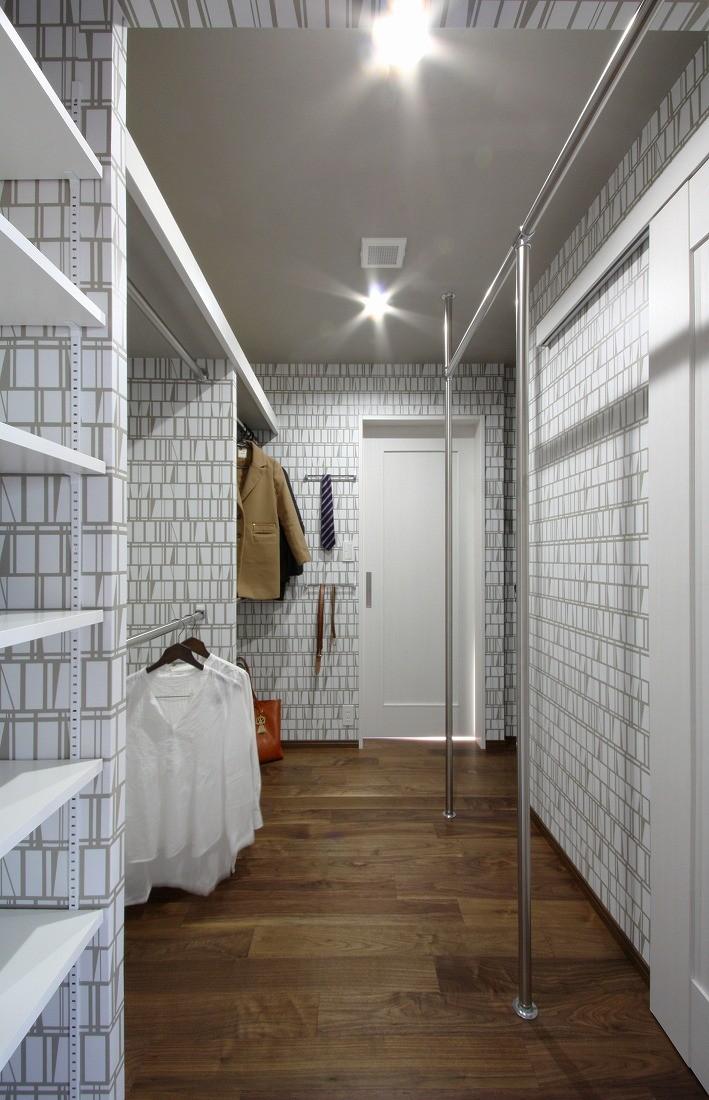 一戸建住宅デザインリフォーム ヘリンボーンスタイル (ウォークインクローゼット)