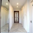 一戸建住宅デザインリフォーム ヘリンボーンスタイルの写真 玄関