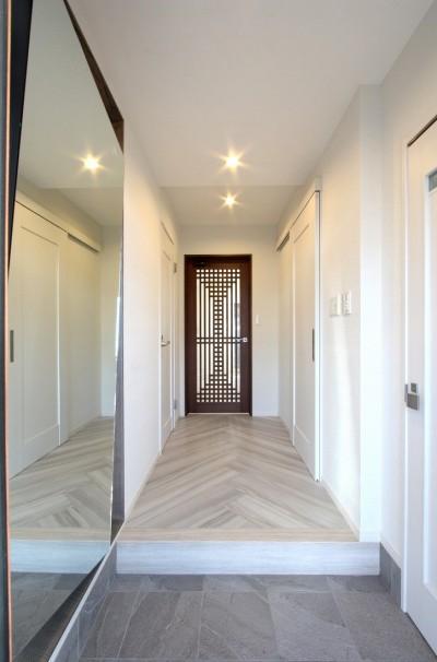 玄関 (一戸建住宅デザインリフォーム ヘリンボーンスタイル)