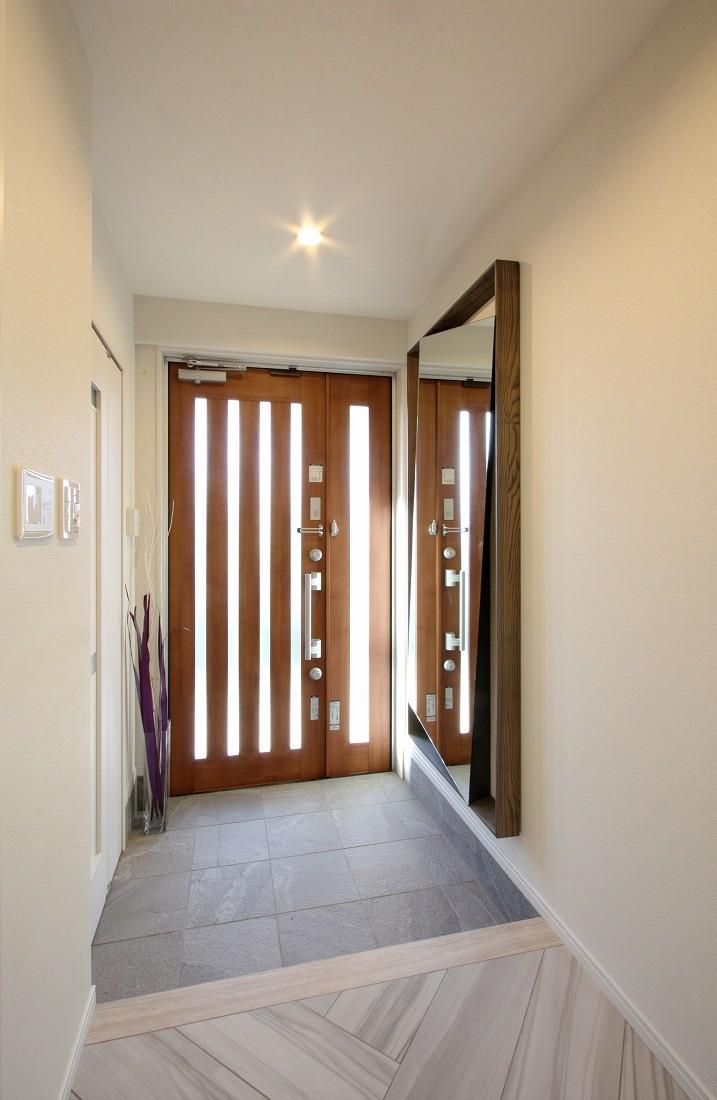 一戸建住宅デザインリフォーム ヘリンボーンスタイル (玄関)