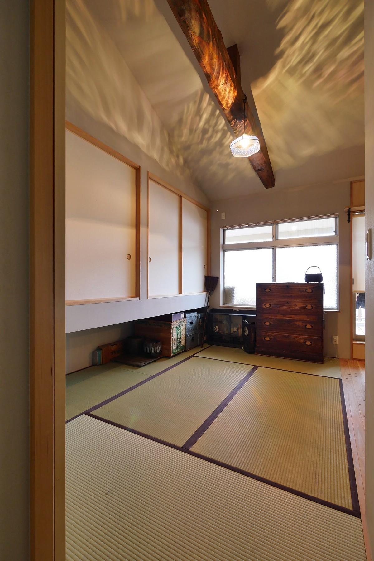 ベッドルーム事例:梁をみせた開放感のある寝室(昭和ガラスの家)