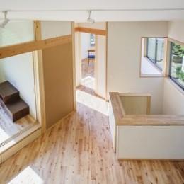 緑豊かな公園に隣接|プライバシーを守りながら開放的に住まう Y字路の家 (ロフトから)
