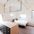 建築家と二人三脚で作り上げた、ラチス梁が美しい家。の写真 開放的な2階主寝室