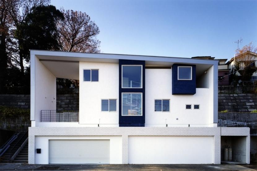 地平線の見える崖地の家の部屋 外観その5:自然素材の石灰モルタルを施工した外観