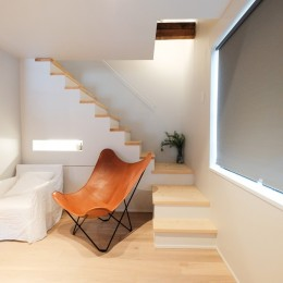 建築家と二人三脚で作り上げた、ラチス梁が美しい家。-玄関ホールとつながるリビング