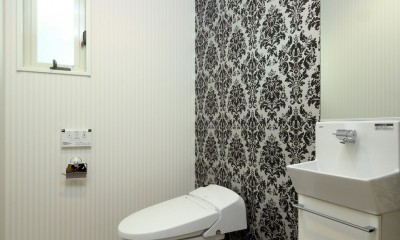 トイレ|白の家ー家族が集う家、カナダの思い出