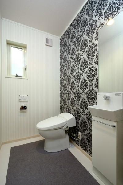 トイレ (白の家ー家族が集う家、カナダの思い出)