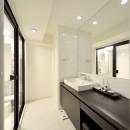 ルンバがお留守番するホテルライクな住まいの写真 洗面所