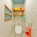 レトロポップなカラフルハウスの写真 トイレ