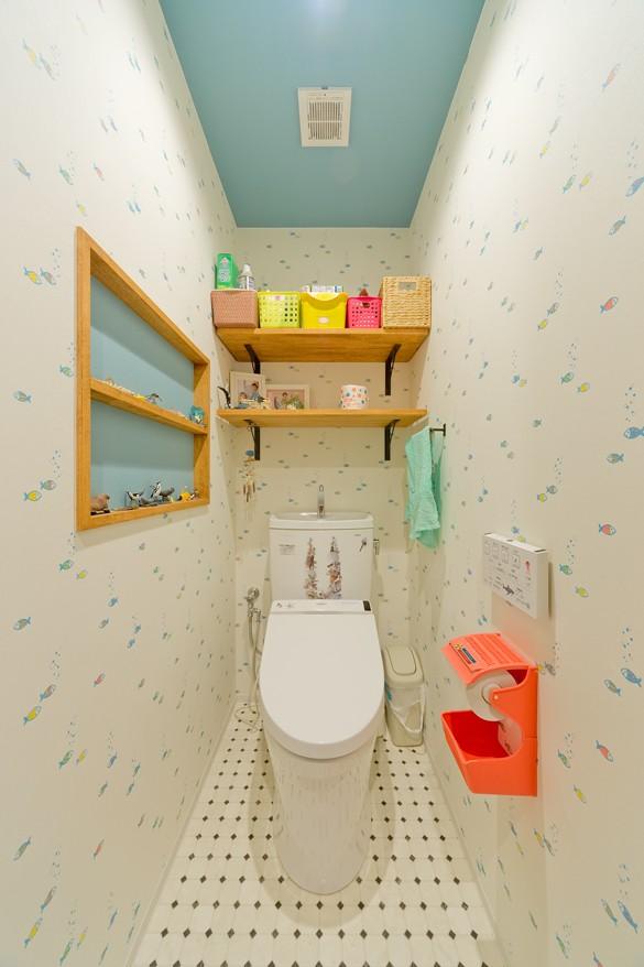 レトロポップなカラフルハウス (トイレ)