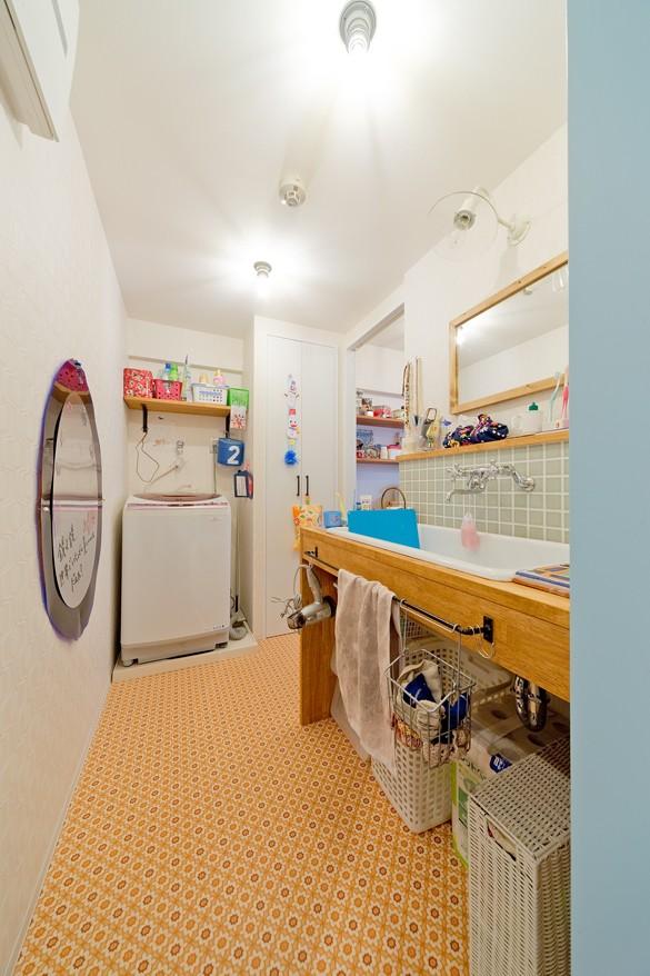 バス/トイレ事例:洗面(レトロポップなカラフルハウス)