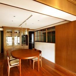 入口にもつけた室内窓 (ご実家の素敵な雰囲気を活かして、地方に暮らしながらリノベーション。)