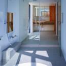 宝塚の家-private cafe-の写真 宝塚の家 浴室と洗面