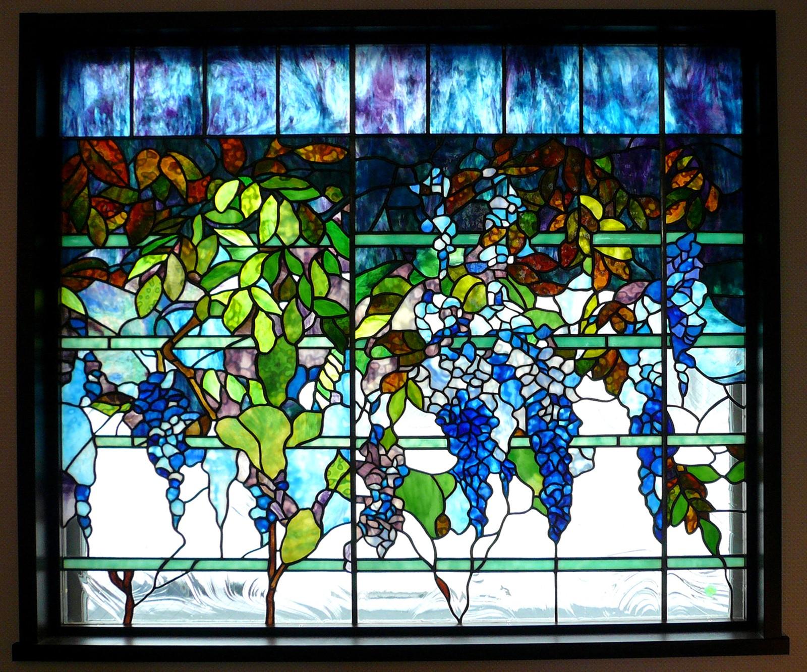 その他事例:ウイステリア1(ステンドグラス、ウイステリア(藤の花) 習志野市、鉄筋3階建てのFix窓へ設置しました。)
