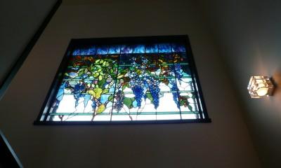 ウイステリア2|ステンドグラス、ウイステリア(藤の花) 習志野市、鉄筋3階建てのFix窓へ設置しました。