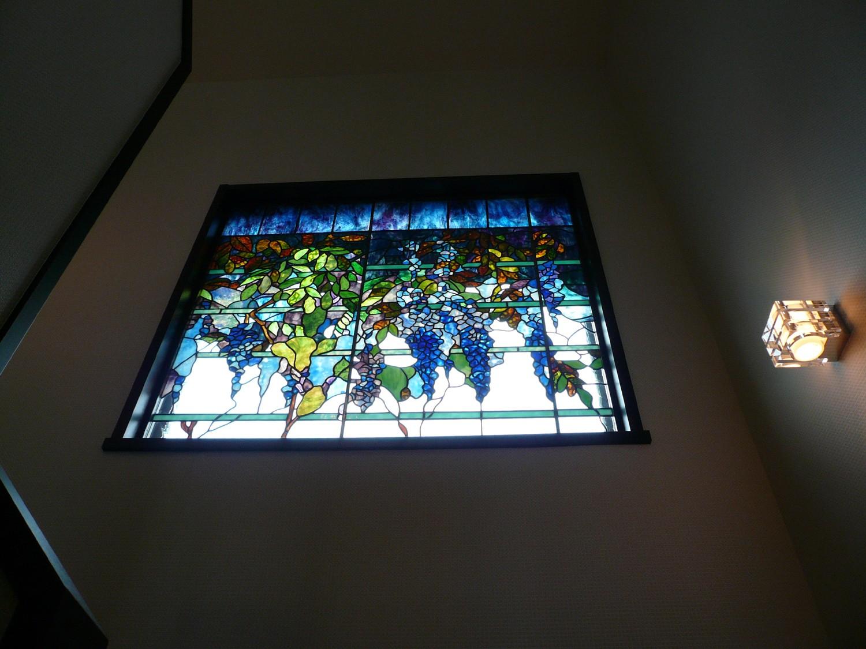 リビングダイニング事例:ウイステリア2(ステンドグラス、ウイステリア(藤の花) 習志野市、鉄筋3階建てのFix窓へ設置しました。)