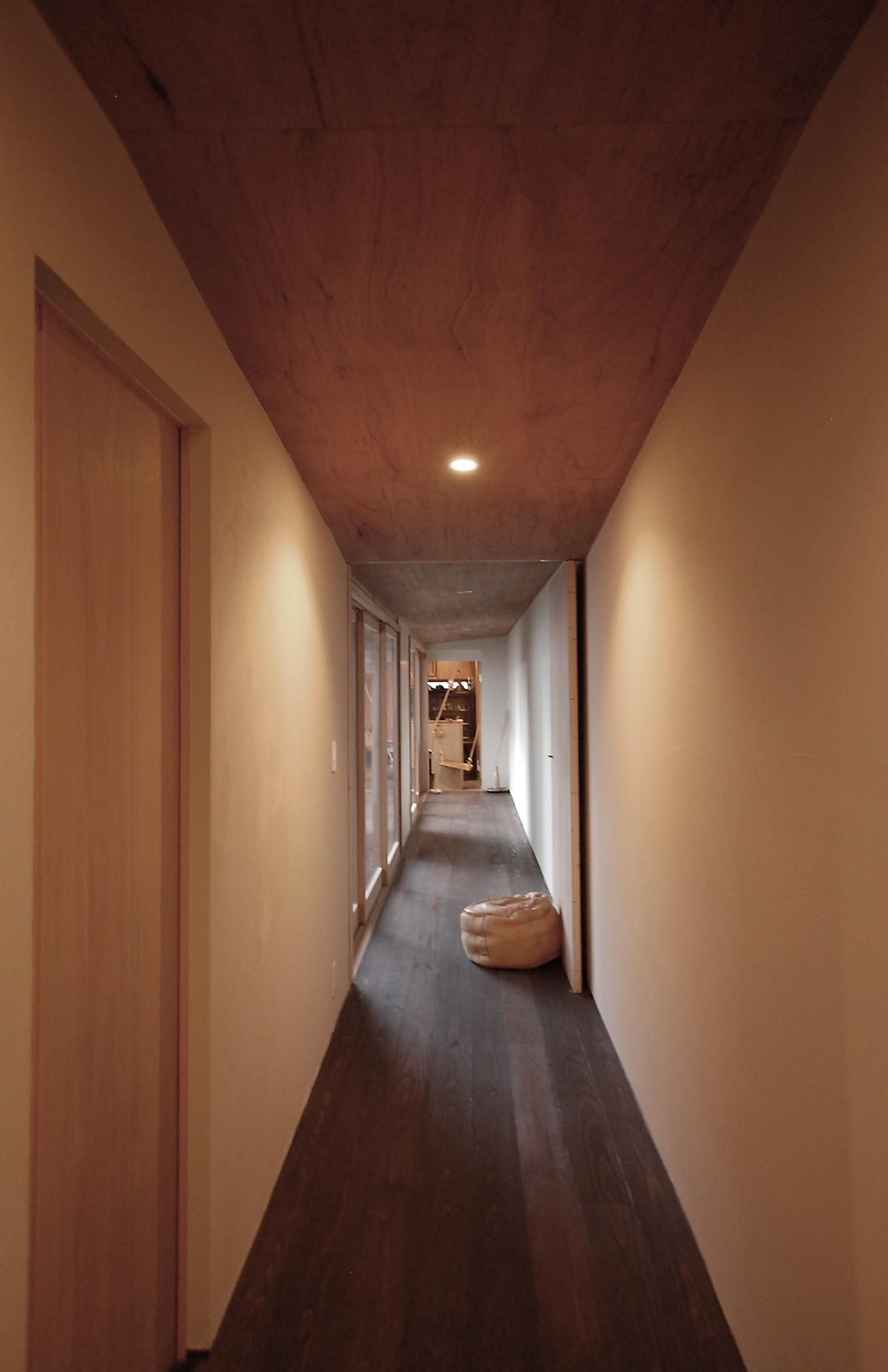リビングダイニング事例:廊下を見通す(膳所城下の改装)