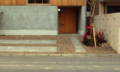 加納の家 (正面より見る。)